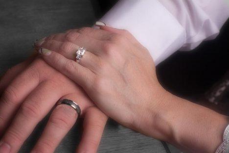 hands-with-wedding-rings-gunter-nezhoda